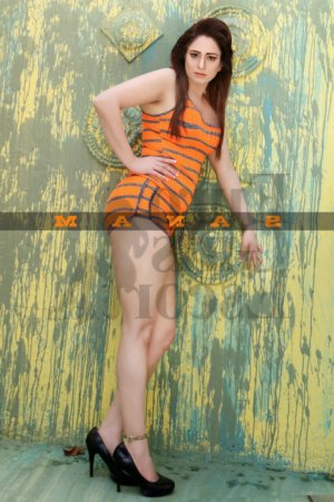 Djamina live escorts in Bradford PA & happy ending massage
