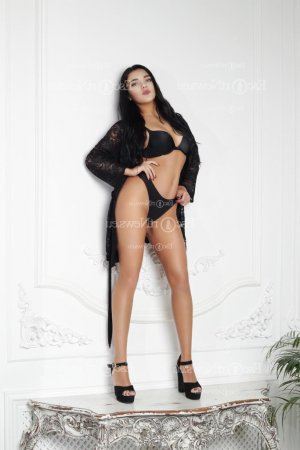 Carmelie live escort in Affton MO and tantra massage