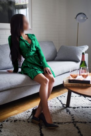 Theresine live escorts in Eugene OR & tantra massage