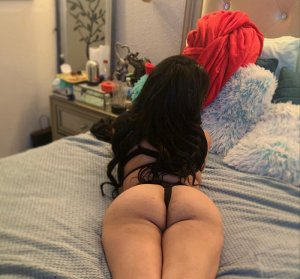 Coralyn nuru massage in Struthers Ohio